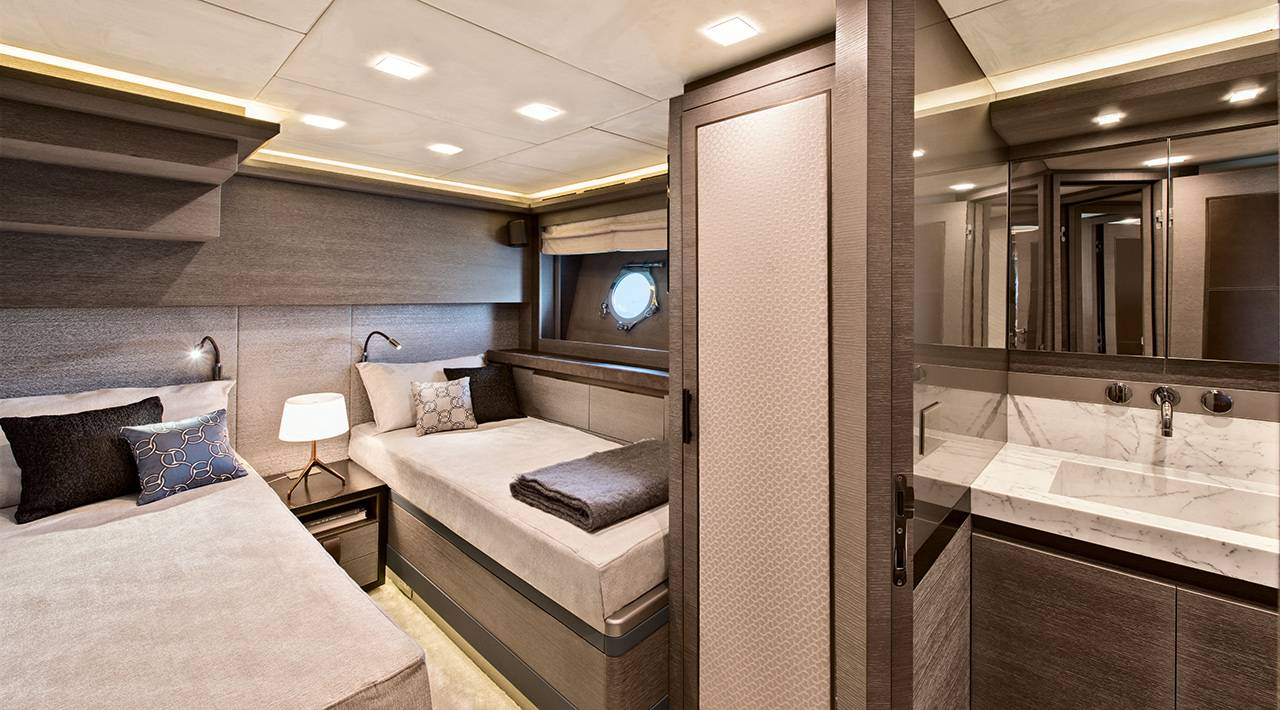 MCY 105 Guest cabin