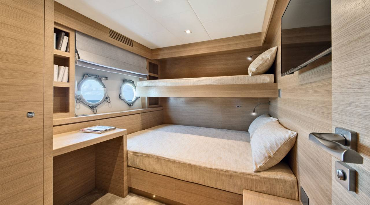 MCY 105 Crew cabin