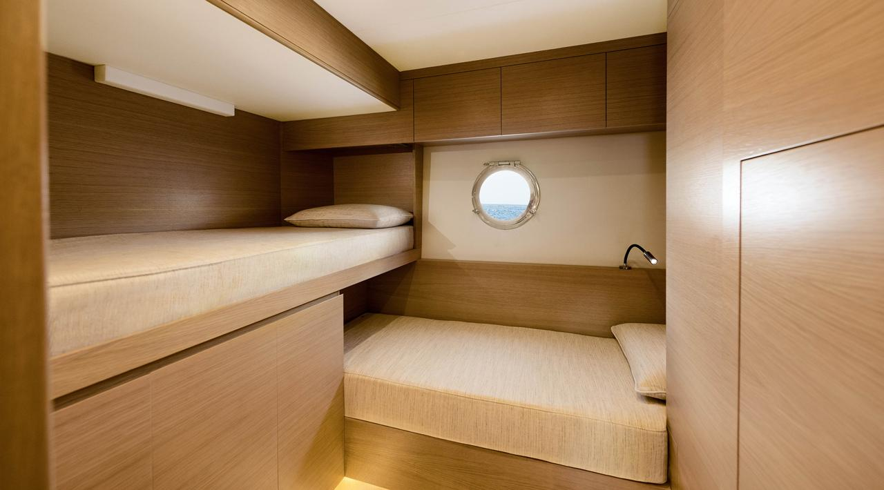 Crew cabin MCY 76