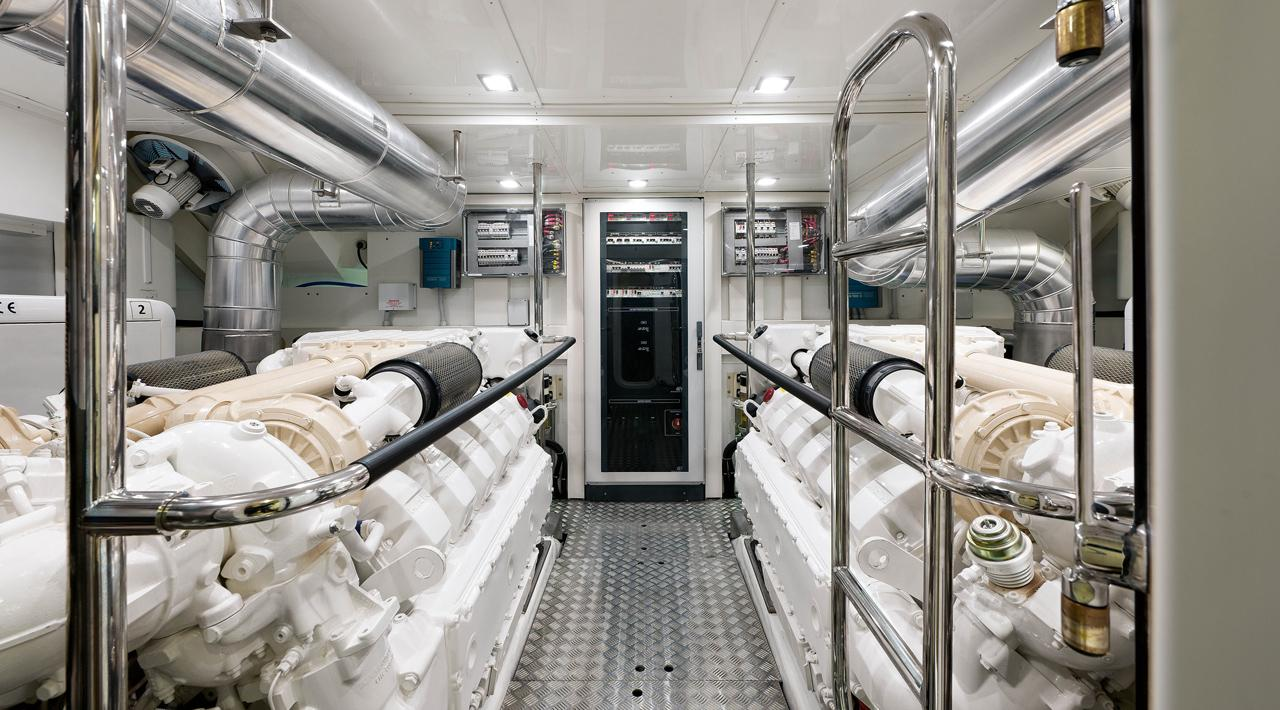 Engines room MCY 76