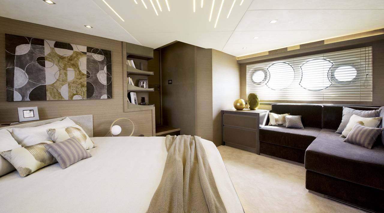 Owner cabin MCY 70