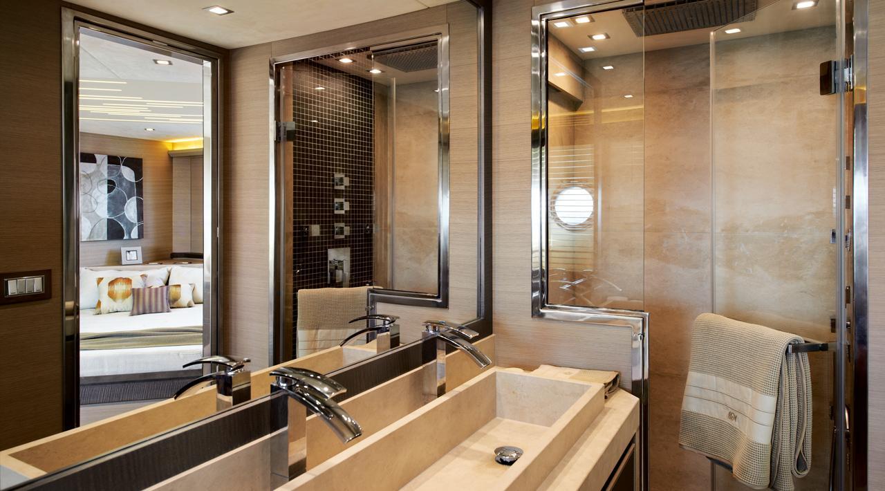 Owner cabin en suite MCY 70