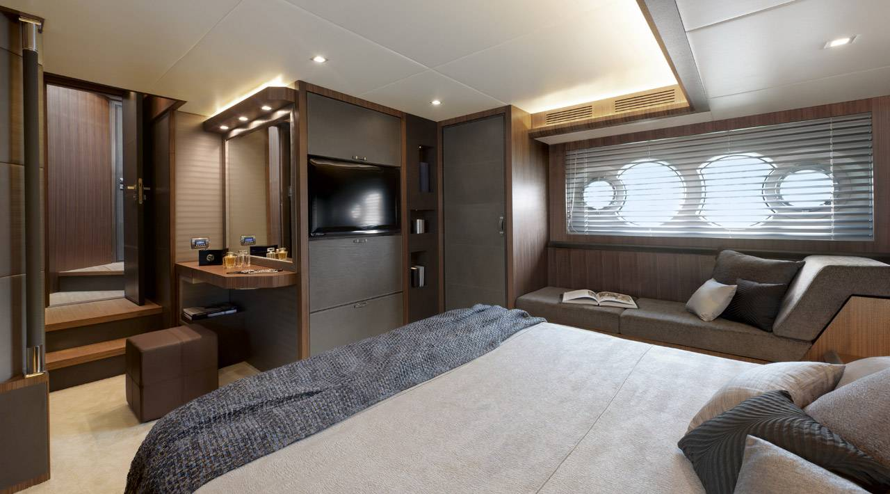 Owners cabin MCY 65