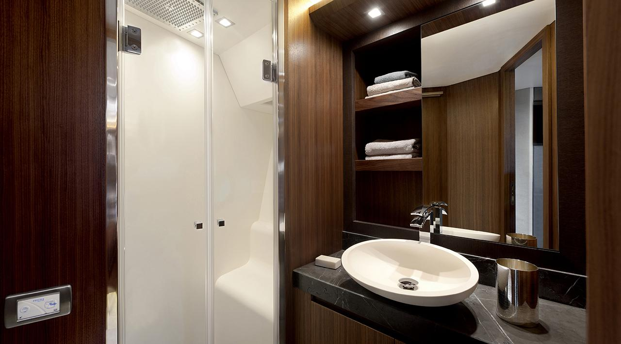 Vip cabin en suite bathroom MCY 65